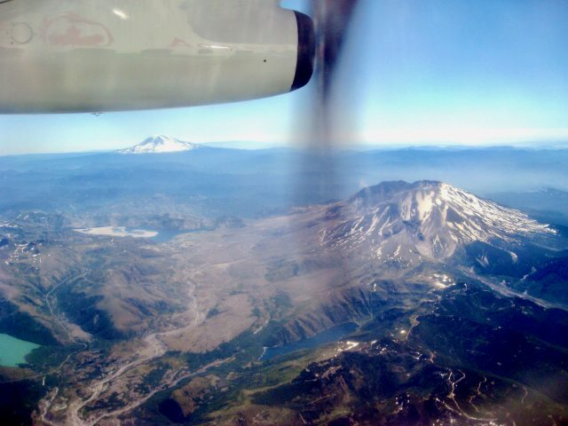 mount-saint-helens-plane-window-view-photo