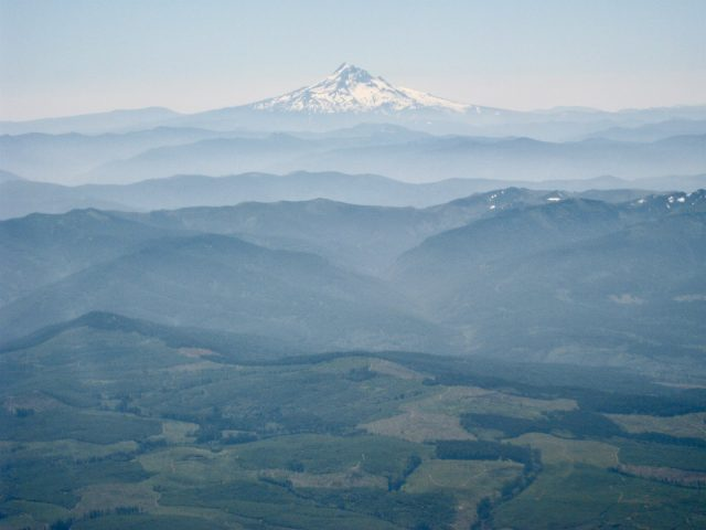 mount-hood-oregon-plane-window-view-photo