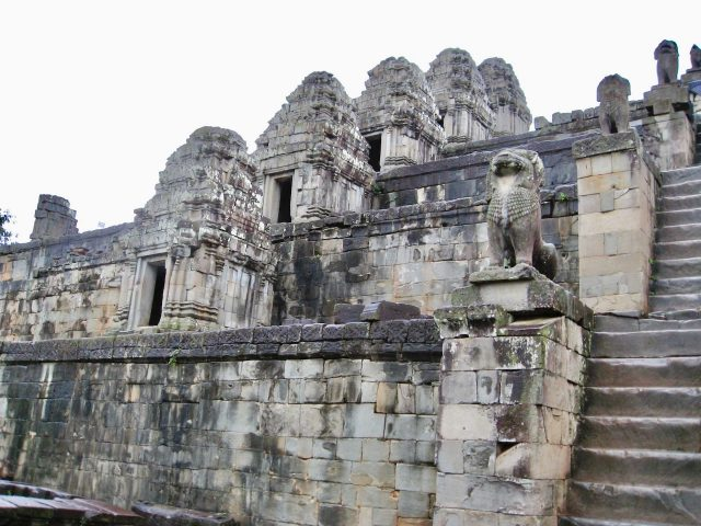 phnom-bakeng-angkor-photo