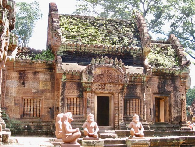 banteay-srei-temple-cambodia-photo
