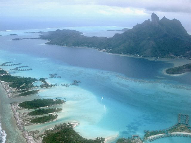 bora-bora-lagoon-plane-view-photo