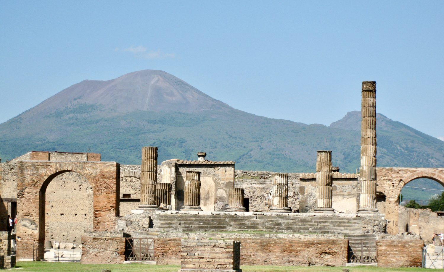 pompeii-vesuvius-photo