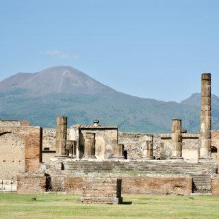 pompeii-vesuvius-photo
