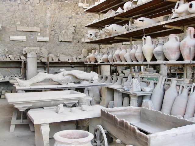pompeii-pottery-plaster-casts-photo