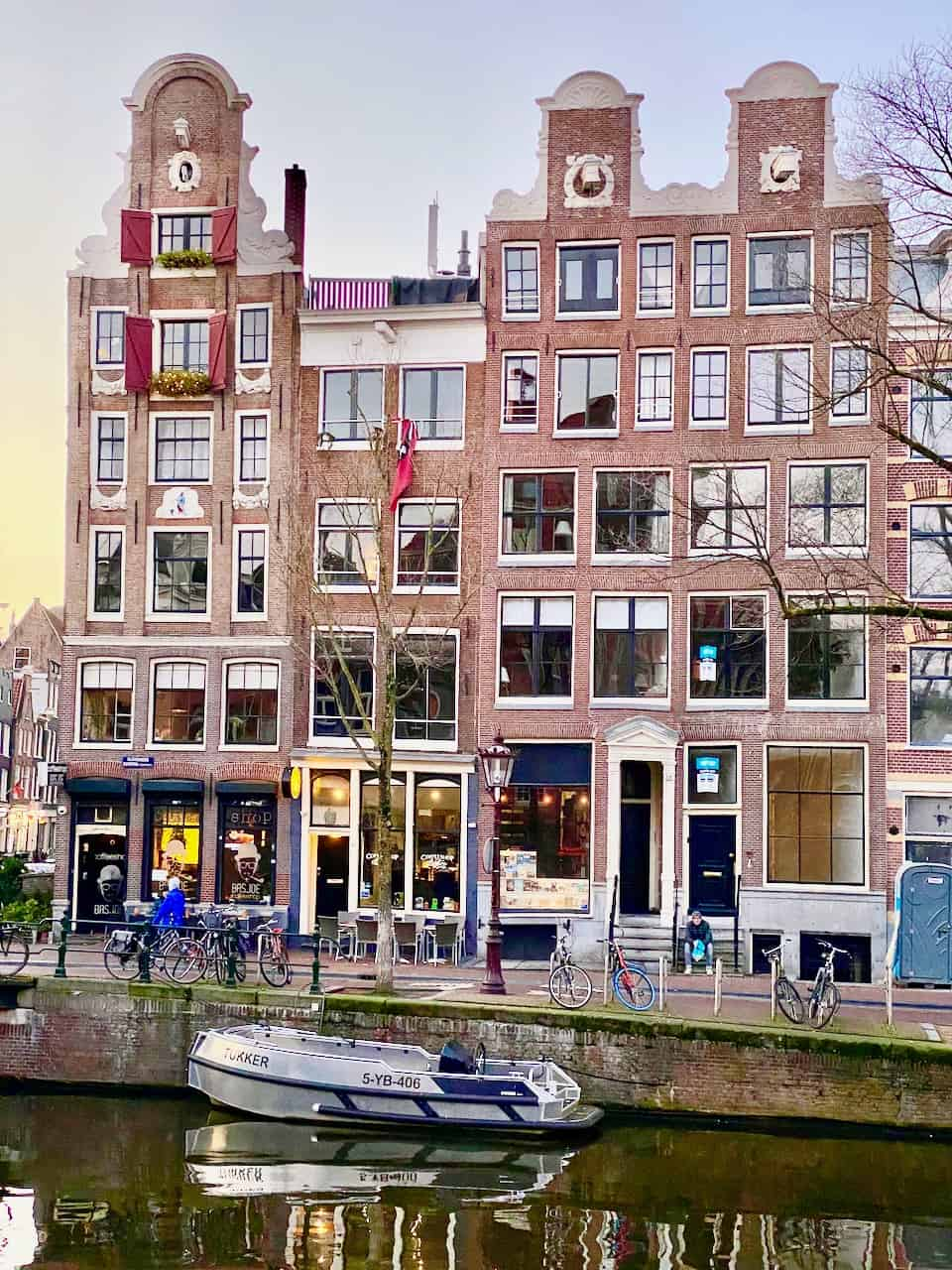 canal-houses-kloveniersburgwal-amsterdam-photo