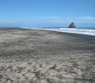karekare-beach-photo