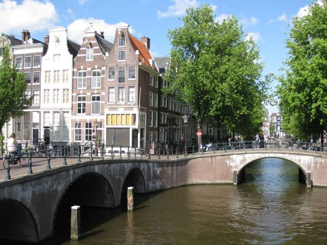 The intersection of the Keizersgracht and Leidsegracht.