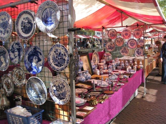 delft-blue-antique-market-photo