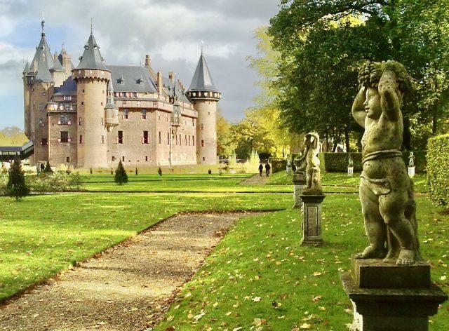 de-haar-castle-haarzuilens-photo