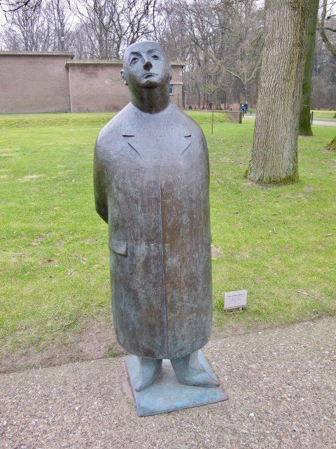 kroller-muller-sculpture-entrance-photo