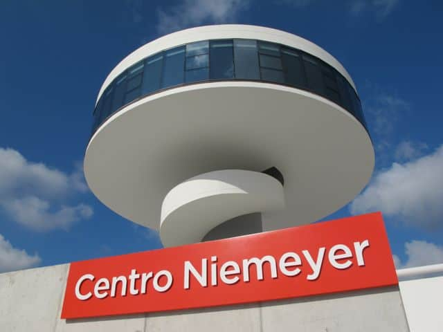 The seductive curves of Centro Niemeyer