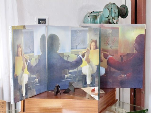gala-dali-painting-casa-dali-photo