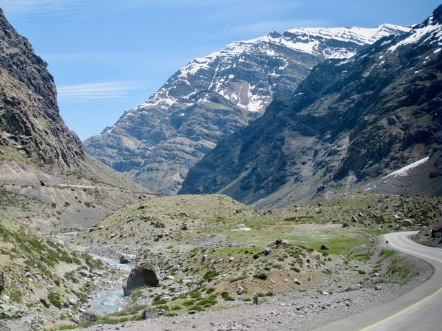 andes-crossing-aconcagua-valley-photo