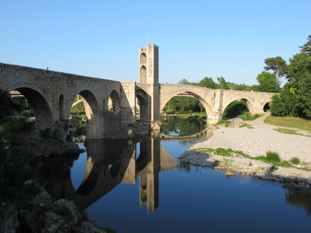 besalu-bridge-photo