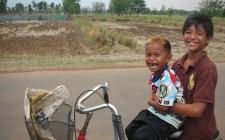 thailand-friends-bicycle-photo
