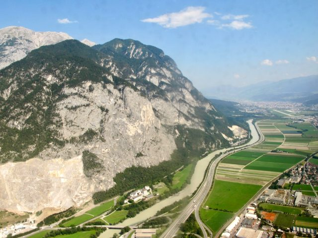 innsbruck-airport-approach-photo