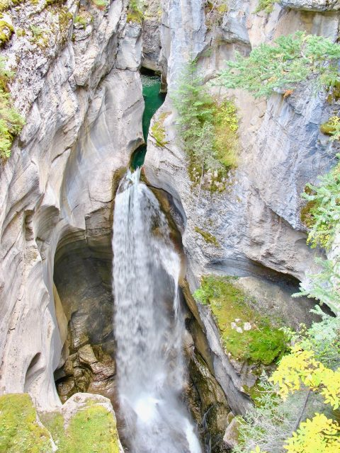 waterfall-maligne-canyon-photo