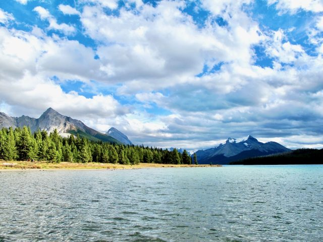 maligne-lake-alberta-photo