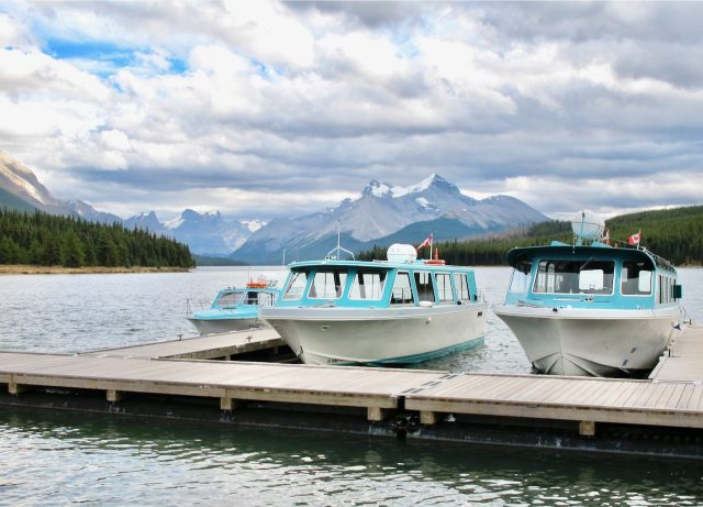 boats-maligne-lake-photo