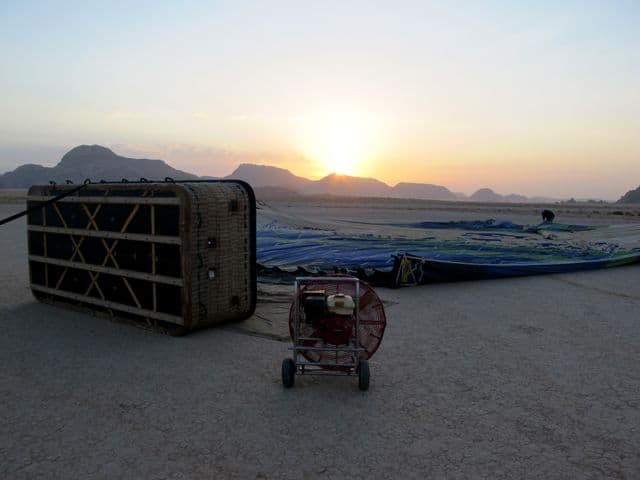 wadi-rum-hot-air-balloon-sunrise-photo