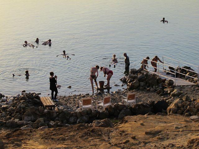 dead-sea-mud-floating-experience-photo