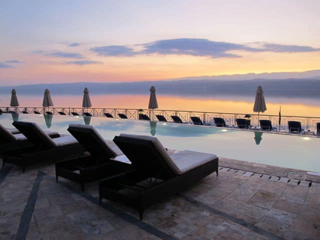 movenpick-dead-sea-lounge-pool-sunset-photo