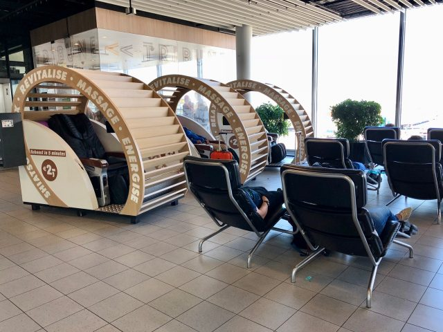 relax-chairs-amsterdam-airport-photo