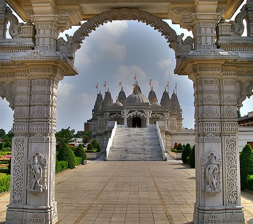 Sri-Swaminaryan-Mandir-temple-london