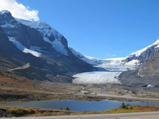 athabasca-glacier-photo