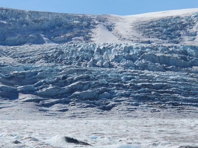 athabasca-glacier-up-close-photo