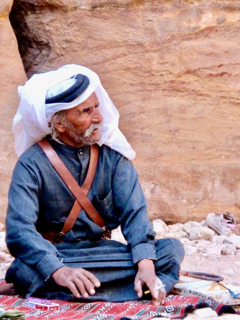 bedouin-man-petra-photo