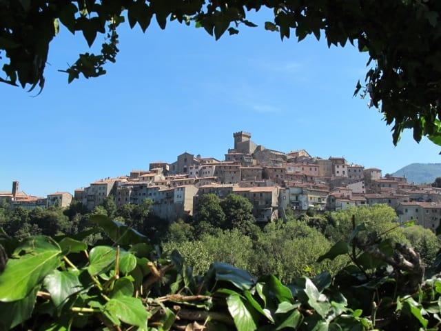 tuscany-town-photo