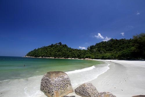 Emerald Bay, Pangkor Laut (image courtesy of Phalinn) in Malaysia.
