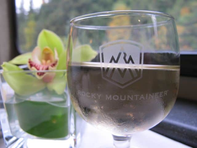 rocky-mountaineer-wine-dining-photo