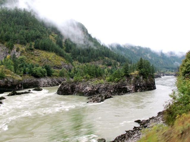 rocky-mountaineer-fraser-river-photo
