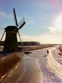 ice-skating-canals-holland-photo