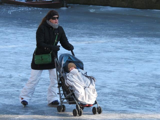 mother-baby-skating-photo