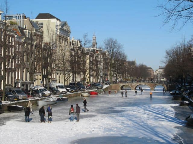 ice-skating-canals-amsterdam-photo