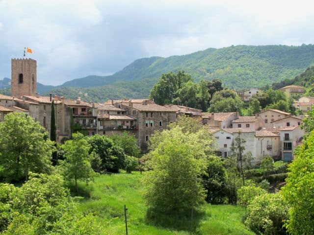 medieval-village-santa-pau-photo
