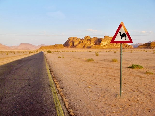 wadi-rum-jordan-road-photo
