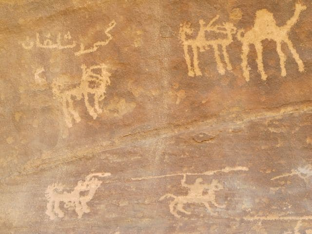 rock-inscriptions-wadi-rum-photo