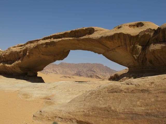 natural-stone-bridge-wadi-rum-photo
