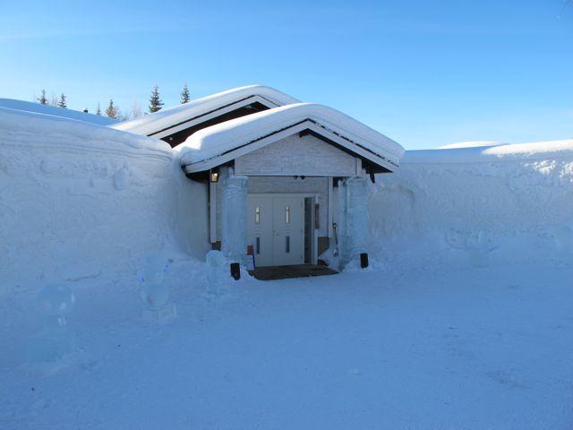 snow-village-lainio-entrance-photo