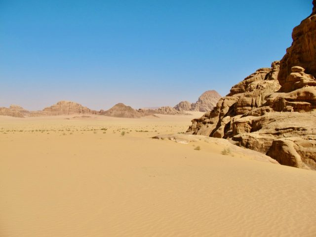 wadi-rum-sand-mountains-photo