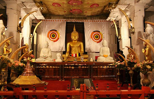 Temple-hopping in Sri Lanka