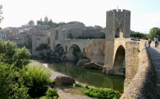 Besalu-bridge-town-photo