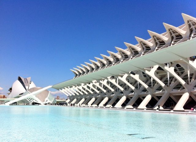 blue-pool-city-arts-sciences-valencia-photo