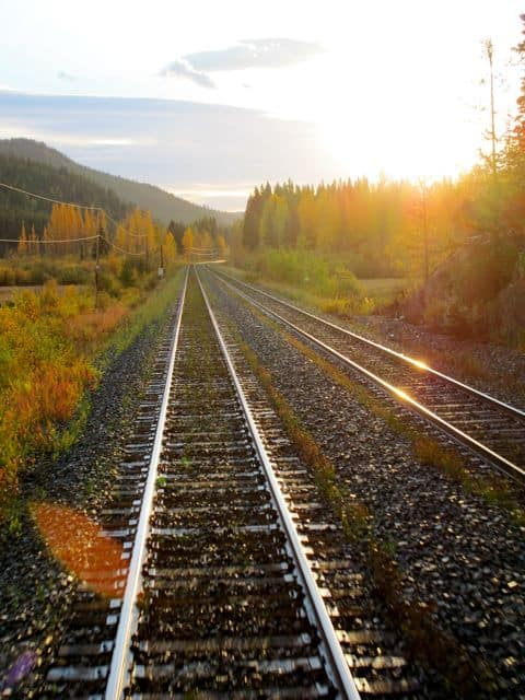 sunrise-train-tracks-photo