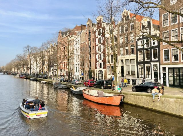 electric-boat-hire-amsterdam