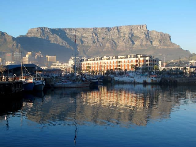 cape-town-waterfront-table-mountain-photo